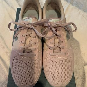 NWT New Balance Classic 220 Pink Sneakers